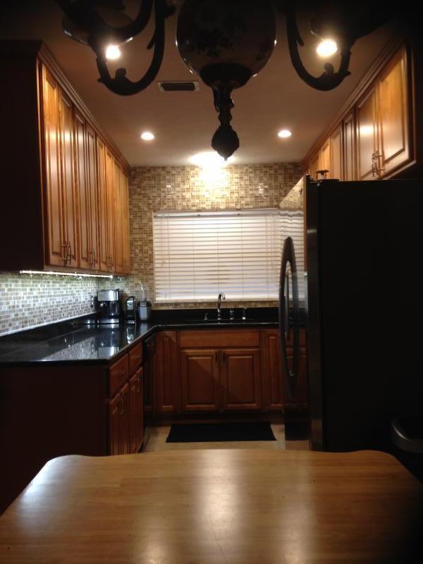 Honey Maple Kitchen Cabinets With Dark Counter Tops